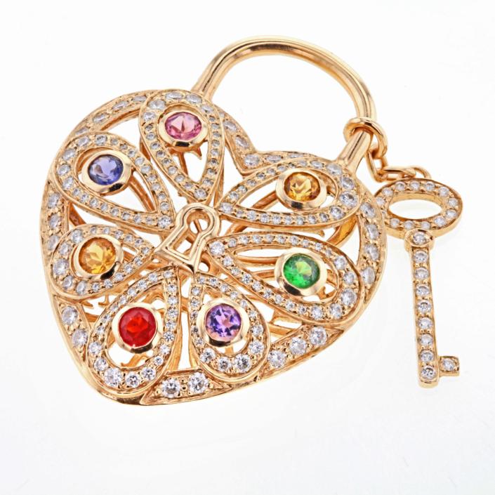 Luxusschmuck und Luxusuhren perfekt fotografiert, Herz mit schlüsselals Anhänger von Chopard