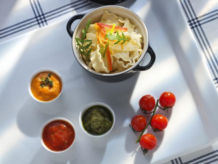 Foodfotografie Düsseldorf, kleiner Topf mit Pasta und Zutaten