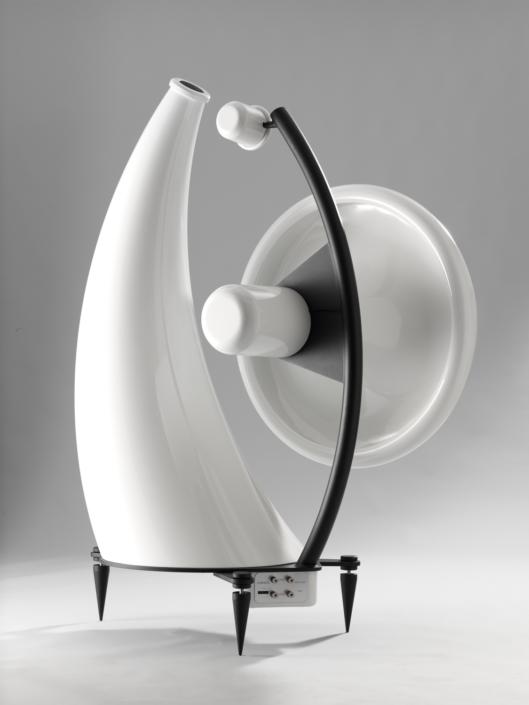 Produktfotografie, weißer Hornlautsprecher in beeindruckender Größe