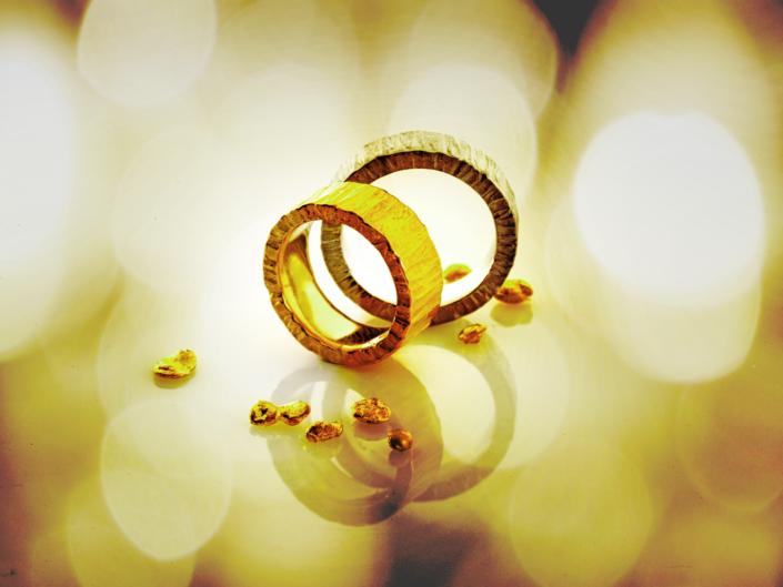 Schmuckfotografie, Geschmiedete Ringe aus Gold und Platin